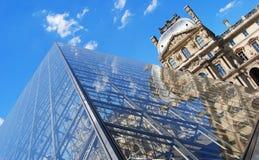 Luftschlitz-Pyramide in Paris stockfotos