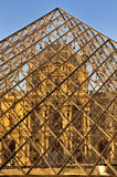 Luftschlitzmarkierungen 20. Jahrestag der Glaspyramide Stockfotos