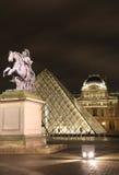 Luftschlitzquadrat mit Ansicht Statue der Louis-XIV Stockbild