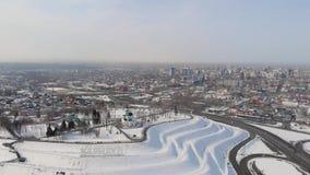 Luftschuß der Hauptansicht zu Barnaul-Stadt stock video