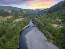 Luftschuß des Otaki-Flusses in der Dämmerung lizenzfreie stockbilder