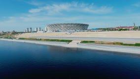 Luftschuß des Stadions und des Flusses stock video footage