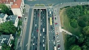 Luftschuß des Stoßverkehrstaus auf Hauptstraße Stockfotos