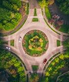 Luftschuß einer Kreisstraße stockfotos