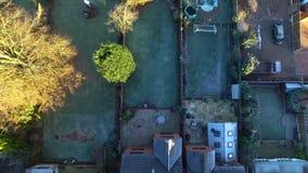 Luftschuß von einem Hinterhof stock video