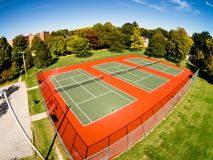 Luftschuß von Tennisplätzen Stockfotografie