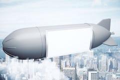 Luftskepp med banret ovanför stad Fotografering för Bildbyråer