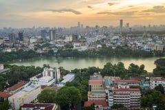 Luftskylineansicht Hoan Kiem von See oder von Ho Guom, Sword Seebereich in der Dämmerung Hoan Kiem ist Mitte von Hanoi-Stadt Hano stockbild