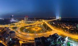Luftskylineansicht von Kreuzungen eine Duong Vuong-Straße - Vl-Chi Cong-Straße - Straße des Au Co zu Nhat Tan-Brücke Hanoi-Stadtb stockbild