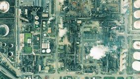 Luftspitze der großen Höhe hinunter Ansicht der großen Erdölraffinerie lizenzfreie stockfotografie