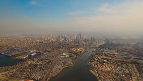 Luftstadt mit Wolkenkratzern und Gebäuden Philippinen, Manila, Makati stock video