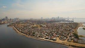 Luftstadt mit Wolkenkratzern und Gebäuden Philippinen, Manila, Makati stock footage