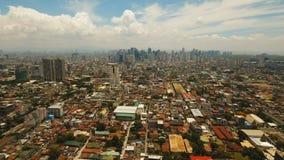 Luftstadt mit Wolkenkratzern und Gebäuden Philippinen, Manila, Makati stock video footage