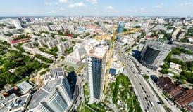 Luftstadtansicht mit Straßen, Häusern und Gebäuden Lizenzfreie Stockfotografie