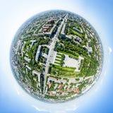 Luftstadtansicht mit Straßen, Häusern und Gebäuden Lizenzfreies Stockfoto