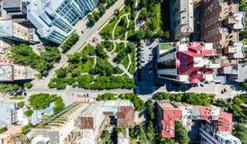 Luftstadtansicht mit Straßen, Häusern und Gebäuden Stockbilder