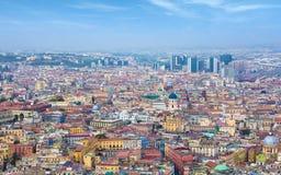 Lufttageslichtansicht von Farbstraßen von Neapel, Italien stockfotos