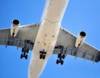 Lufttransport: Fluggastflugzeug Stockbilder
