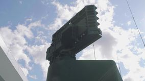 Luftvärnmissilsystem i grön kamouflage arkivfilmer