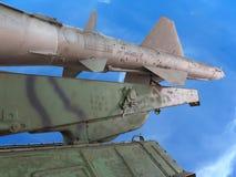 Luftvärns- försvarraketgevär för gammal ryss över blå himmel Royaltyfri Foto
