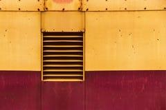 Luftventilationsfönster på bakgrund för metallark Fotografering för Bildbyråer