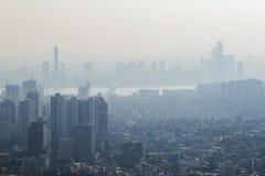 Luftverschmutzung in der Stadt von Seoul stockbild
