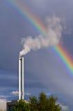 Luftverschmutzung und Regenbogen Lizenzfreies Stockfoto