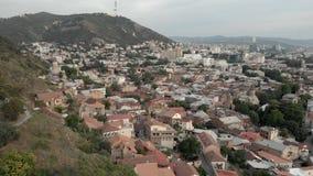 Luftvideo Alte Tiflis-Mitte von oben Draufsicht des Brummens ?ber historisches Teil der Stadt stock video