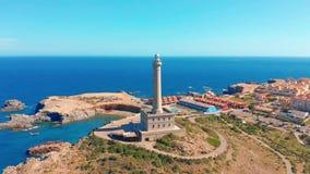 Luftvideo des Leuchtturmes Faros Cabo de Palos, Spanien stock footage