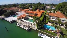 Luftvideo von Luxuszuständen im Miami Beach stock footage