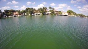 Luftvideo von Luxuszuständen im Miami Beach stock video footage