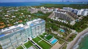 Luftvideo von strandnahen Gebäuden Key Biscayne Florida stock footage