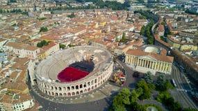Luftvideodreh mit Brummen von Verona Lizenzfreie Stockfotos