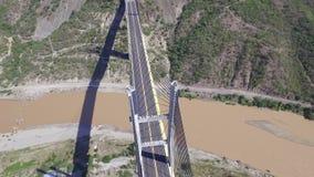 Luftweise über dem Fluss stock footage