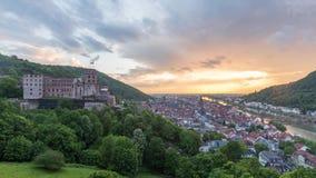 Luftzeitspannevideo des Sonnenuntergangs über Heidelberg stock footage