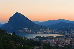 Lugano no crepúsculo Foto de Stock Royalty Free