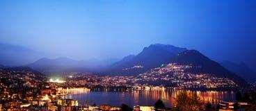 Lugano på natten, Schweitz. Arkivbilder