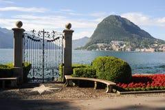 Lugano Schweiz - sikt av golfen från botaniska trädgården Royaltyfri Foto