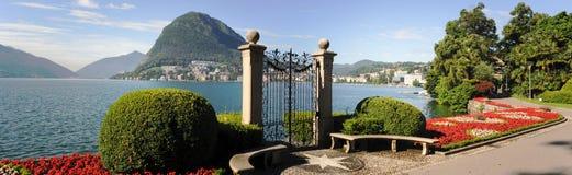 Lugano Schweiz - sikt av golfen från botaniska trädgården Royaltyfri Fotografi