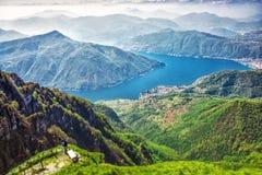 Lugano stad, San Salvatore berg och Lugano sjö från Monte Generoso, kanton Ticino, Schweiz royaltyfri bild