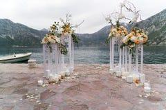 Lugar adornado para una ceremonia de boda Fotos de archivo libres de regalías