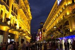 Lugar aglomerado - rua ocidental de Nanjing, Shanghai foto de stock