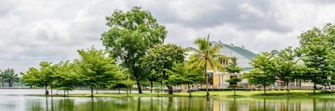 Lugar agradable al lado del lago Inya, Rangún, Myanmar foto de archivo libre de regalías