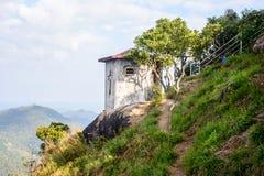 Lugar agradable y reservado en el lado de la colina, con el cielo nublado fotografía de archivo