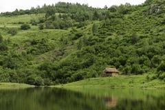 Lugar calmo com casa de campo de madeira Imagem de Stock Royalty Free