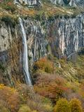 Lugar carregado rio de Ason em Cantábria imagem de stock