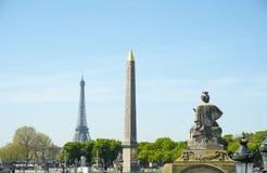 Lugar Concorde Paris de la torre Eiffel del obelisco de la estatua fotos de archivo