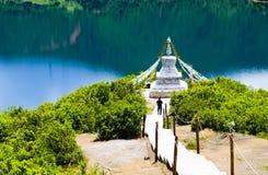 Lugar da adoração construído no lado do lago Foto de Stock