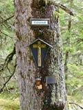 Lugar da devoção com crucifixo fotos de stock