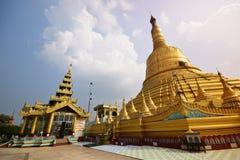 Lugar de alabanza y el Stupa más alto en la pagoda de Shwemawdaw en Bago, Myanmar foto de archivo